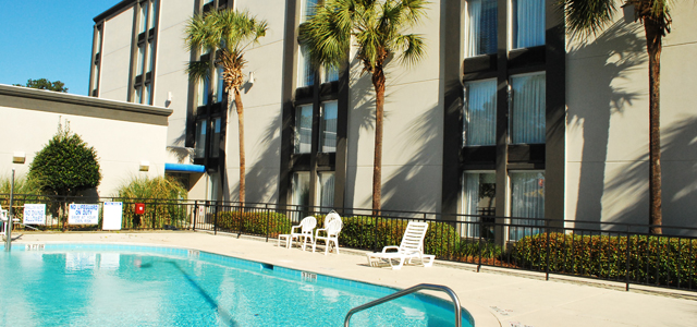 Hotel Review: the Holiday Inn Express Charleston-Summerville, South Carolina hero image